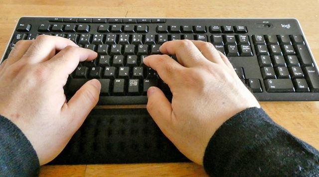 フルサイズのキーボードだとちょっと寸足らずです