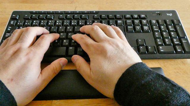 自然と手の位置がハの字になるような仕組みがあるのです