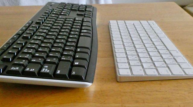 K270とMacのMagic Keyboardを比較。高さもサイズも全然異なります