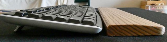 個人的にはキーボード面がパームレストよりやや下になるほうが好みでした