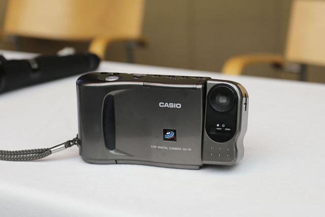 カシオ「QV-10」。今のデジタルカメラの原点とも言うべき記念すべき製品