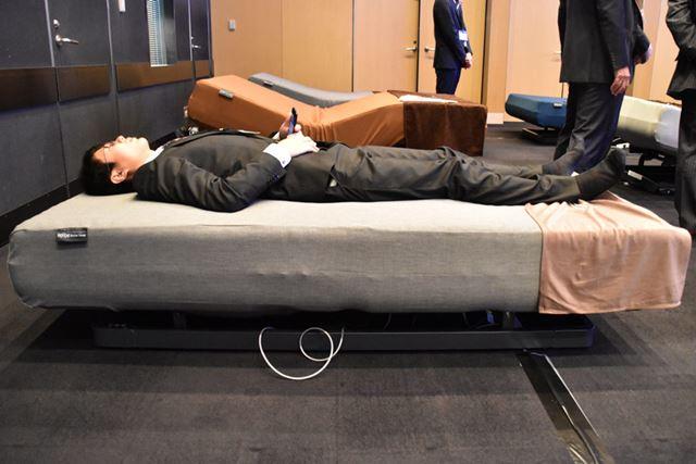 熟睡するために必要な自然な寝返りが打てるよう、睡眠中はフラットの状態を維持