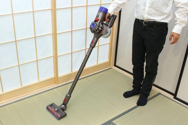 こちらがV7 Slim。コンパクトなモーターヘッドと短くなったパイプ部により、本体重量は2.2kgに