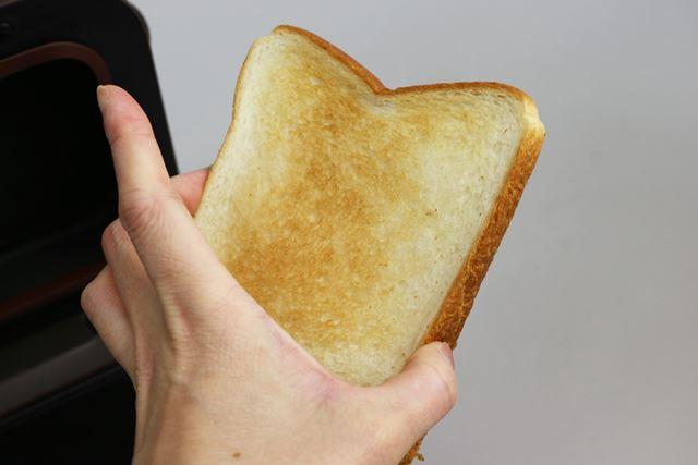 「ふつう」で焼いた冷凍食パン。冷凍しても、クラストはやわらかでした