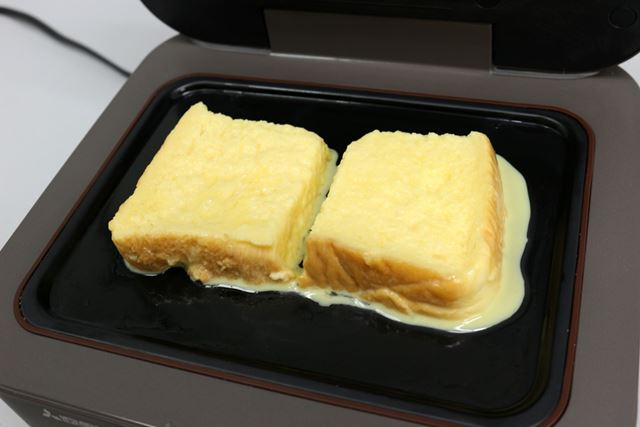卵液に浸漬しておいた食パンを並べます