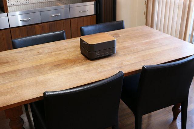 小さめのサイズで木目調のデザインなので、テーブルに出しっぱなしにしておいてもいいかも