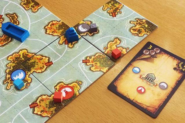 記念すべき神殿発掘第一号(中央上の青い神殿)と、その地図カード