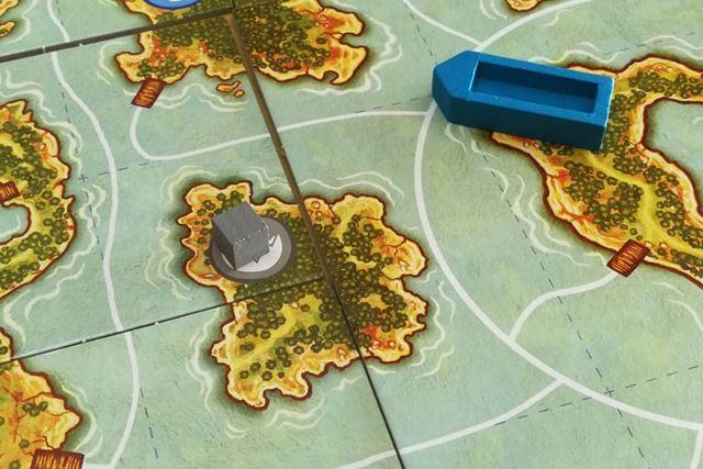 埠頭がないので訪問できない島。テーラ島(右側)の目と鼻の先にあるのに!
