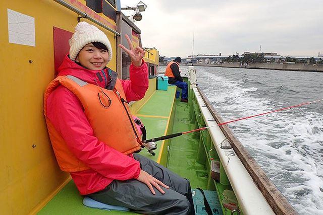 アジの釣り場までは、だいたい10〜30分くらい。風や波のある日は船内で待機してください