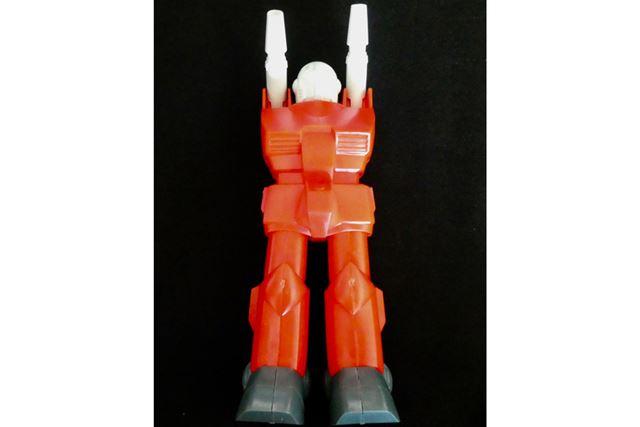 胴体、脚部分はモナカ形式。腕は後から差し込む形になっていました