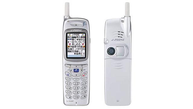 カメラを搭載し「写メール」という言葉を流行らせた「J-SH04」(J-PHONE/シャープ)