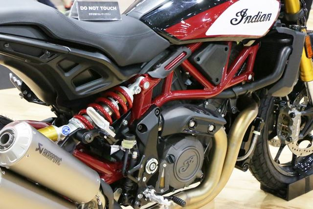 水冷のV型2気筒1,203ccのエンジンは120PSを発揮。フレームワークやサスペンションのレイアウトも独特だ