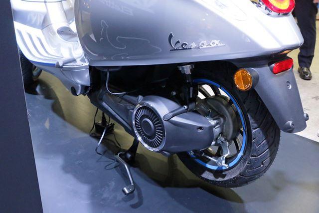 エンジン付きモデルであれば駆動ユニットが搭載される部分に電気モーターを積んでいる