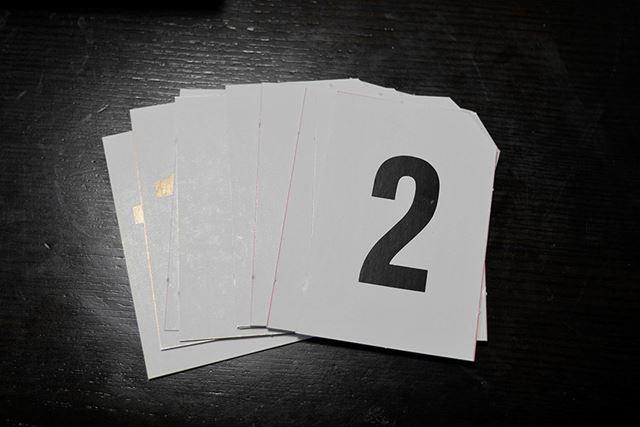 一枚一枚名前を書いていくのが面倒くさそうなカードも……