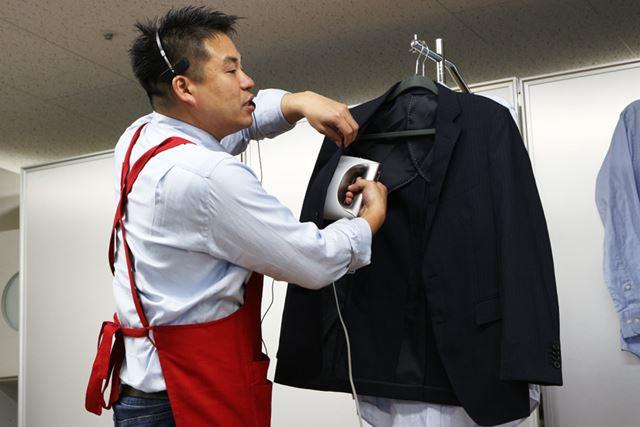 スーツは裏からスチームを噴射して脱臭するといいそうです