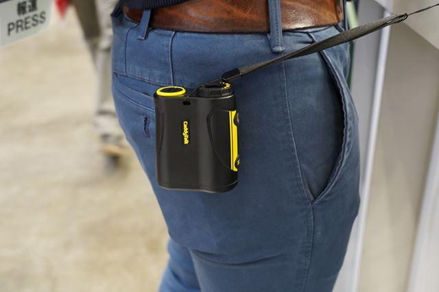 ポケットやベルトに付けて持ち歩くことができます