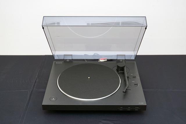 上位モデル「PS-HX500」の流れを汲む四角い筐体に丸いボタンや操作スイッチを組み合わせたデザインを採用