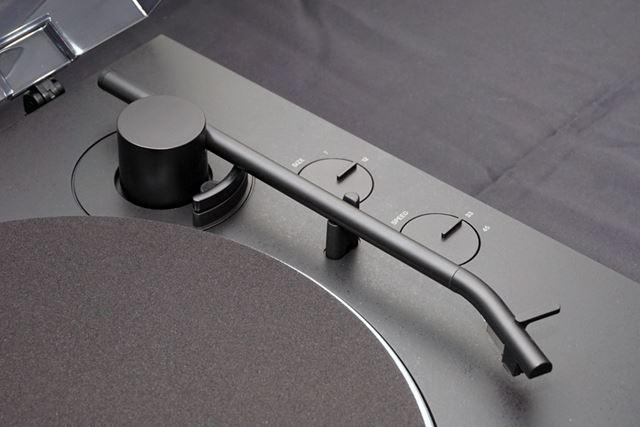 新設計の高剛性アルミ製トーンアーンで安定したトレース性能を実現したという