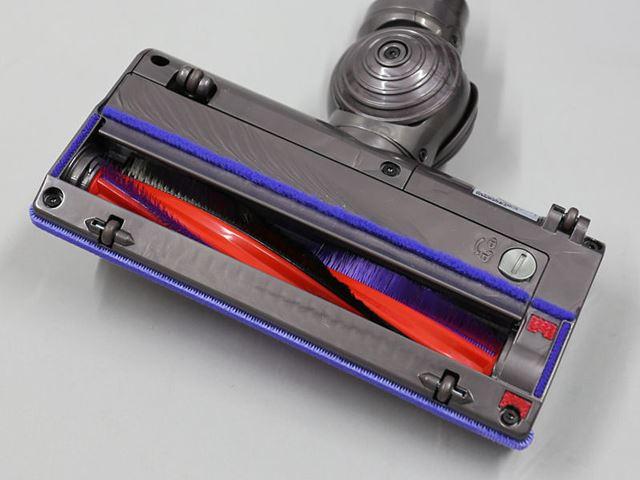 静電気の発生を抑えるカーボンファイバー(炭素繊維)ブラシを従来どおり採用