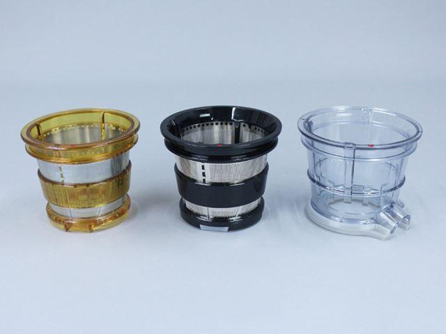 ストレーナーは写真左からジュース用、スムージー用、フローズンデザート用の3種類が同梱されている