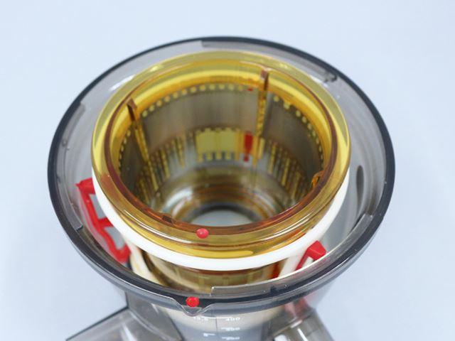 ドラムにセットする際、ストレーナーの赤い●と、ドラムの赤い●が同じ位置に来るようにするのがポイント