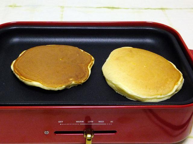 直径15cmほどのパンケーキが、2枚同時に焼けます