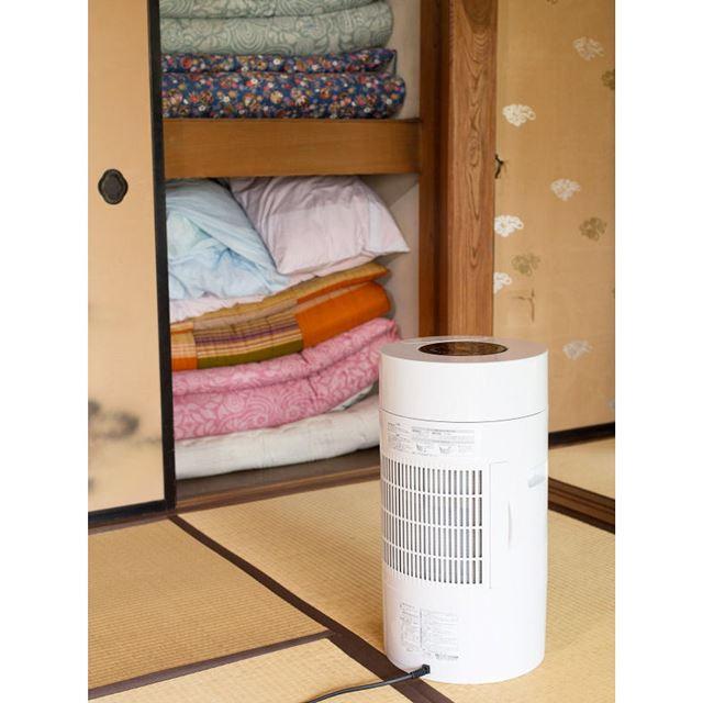押し入れに。衣類だけでなく、押し入れやクローゼット、靴箱などの湿気を取ることもできます