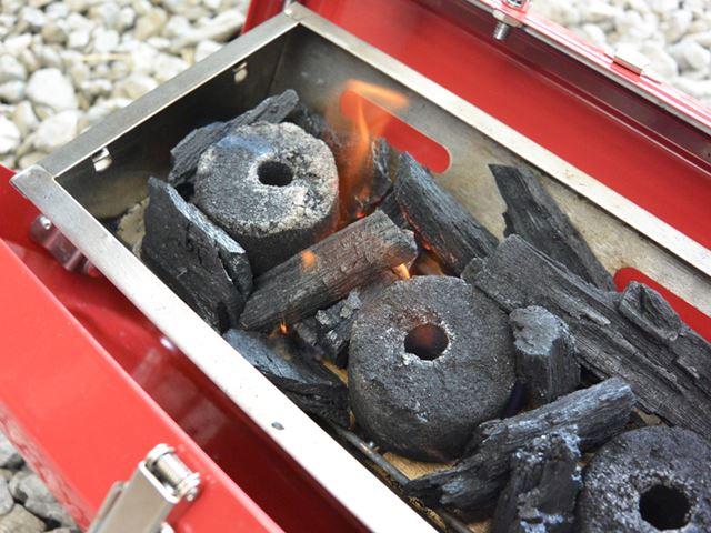 簡単に火が点いた。炭よりも、点けるほうの火力が重要ということだ