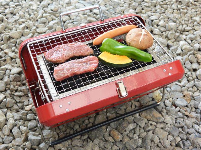 火種の上だけに食材を並べると、肉2枚、ウインナー、ピーマン、かぼちゃ、シイタケが1つずつで限界っぽい