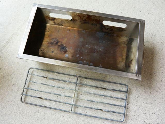 炭を入れた容器は熱で変色してしまった
