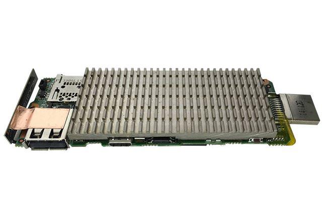 大型のヒートシンクが内蔵されており、スティック型PCとしてはやや重めの約70gのボディとなっている