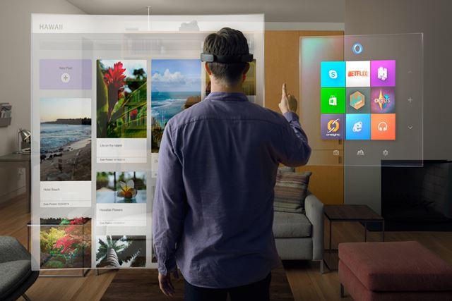 HoloLensは、目の前にWindowsが表示される未来的なデバイスだ