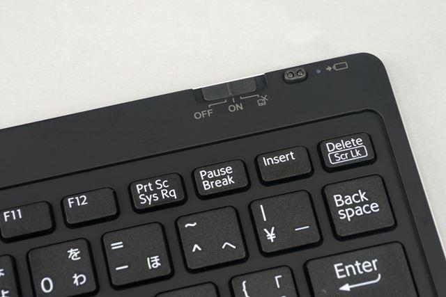 右上部に電源のオン/オフスイッチを搭載。タッチパッドを無効化することもできる