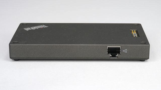 有線LANコネクターを搭載。ホテルの有線LANに接続し、Wi-Fi環境を構築するといった使い方ができる