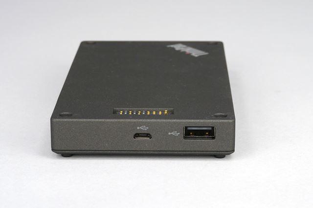 USBポートは、USBタイプの通信コネクターを接続するためのものだ