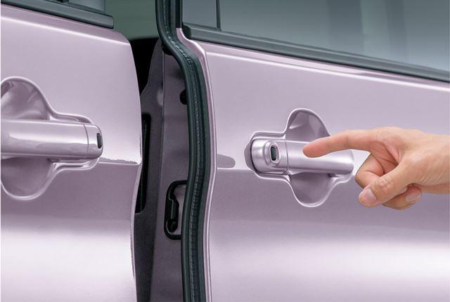 スライドドアの電動開閉機能は、左側については全車で標準装備、右側はグレードによって異なる