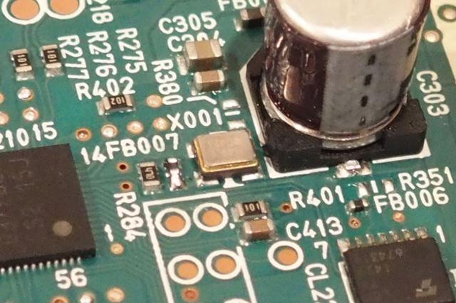 低位相ノイズの水晶発振器を採用