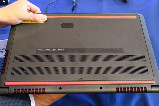 2基のファンを内蔵し、高い冷却性能を実現。長時間の利用にも耐えられる