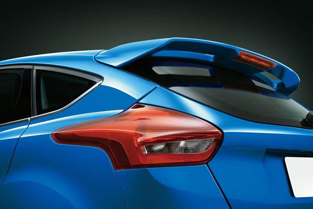 日本仕様車は写真のリアスポイラーやエアロキットが装着されスポーティーさが強調されている