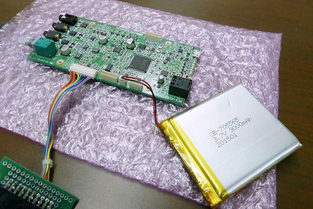 REX-KEB03のファームウェアアップデートは、基板に専用のコネクタを接続して行う