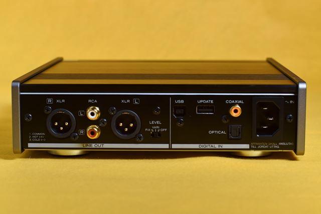 入力3系統、出力2系統を装備