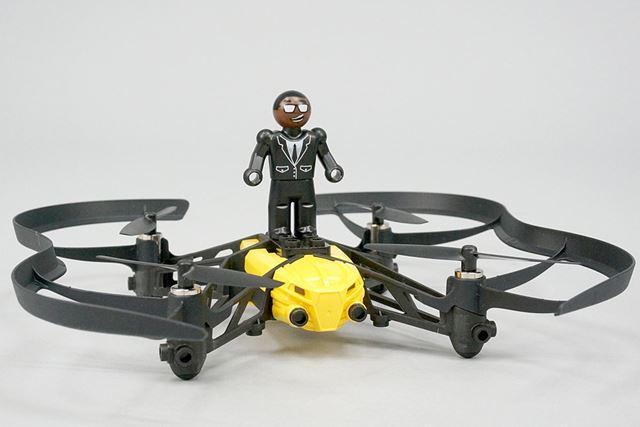 Airborne Cargoには、本体に乗せられるヒト型のフィギュアが1体付属します