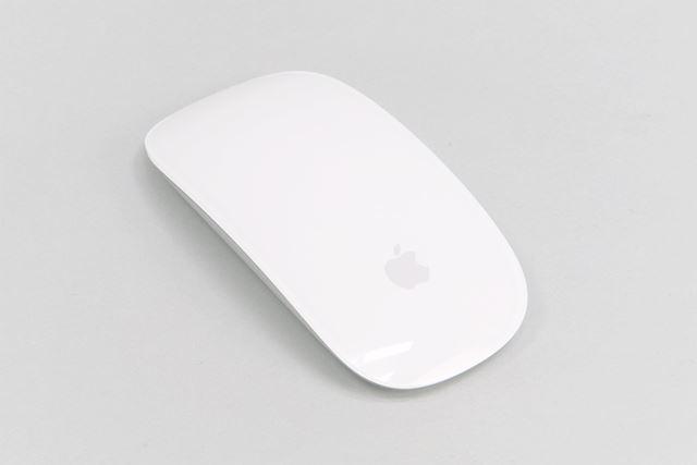見た目は変わっていないMagic Mouse 2。少しだけ軽くなり、少ない力で動かせるようになった