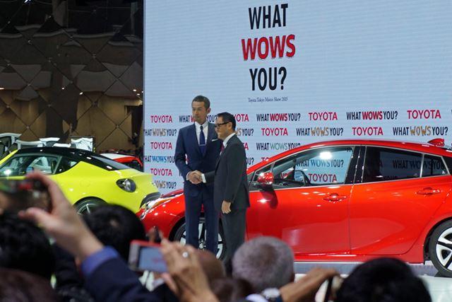 トヨタのプレスカンファレンスでは、豊田章男社長とイチローが登壇