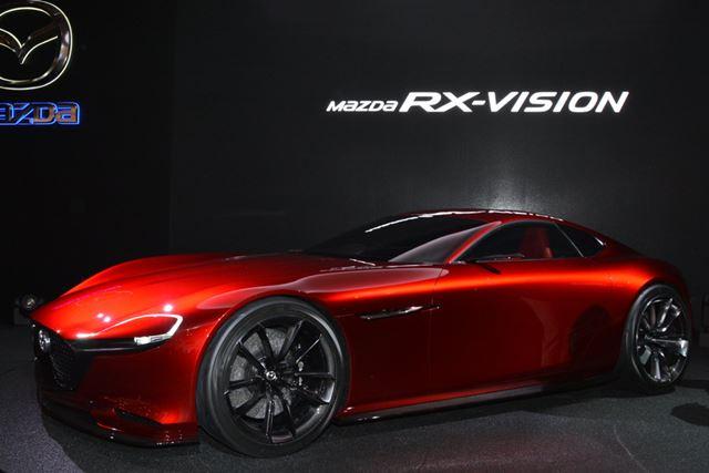 話題のRX-VISIONは、新ローターリーエンジンのスカイアクティブRが搭載される見込み