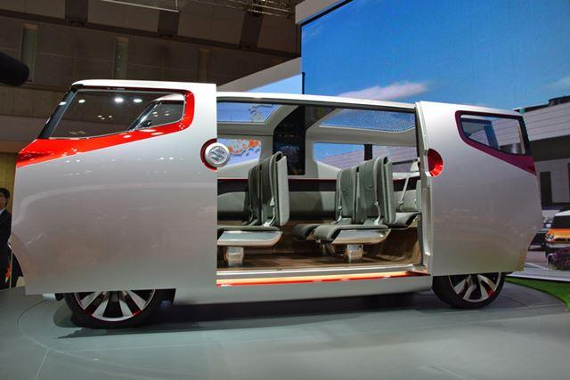 3列シートのミニバンであるエアトライサー。シートアレンジと開放感ある室内空間が魅力