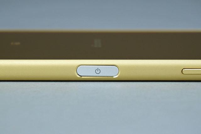 デザイン上の新しいアクセントとなる指紋センサー内蔵の電源ボタン