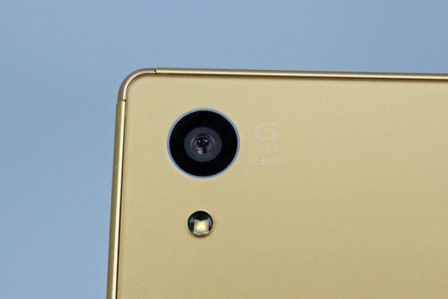 メインカメラの画素数が約2300万画素に向上したほか、レンズの焦点距離が1mm広角化された