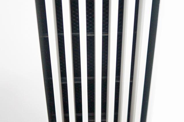 吹き出し口にはフラップが付いており、上下に気流やイオンを誘導できる