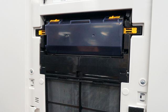 プレフィルターの上にあるのが、自動お掃除の鍵を握る部分